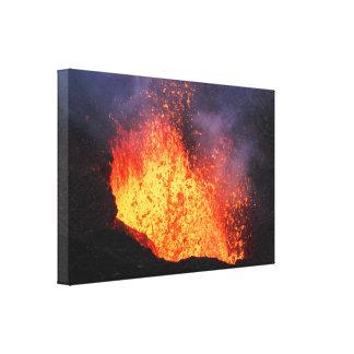 Lienzo Fuente de la lava que entra en erupción del volcán