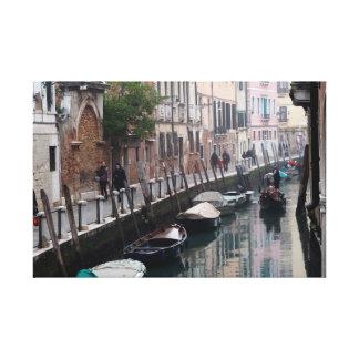 Lienzo Góndola en un Calle de Venecia