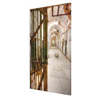 Lienzo Interior de la prisión abandonada