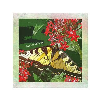 Lienzo La mariposa y la lona de las flores del rojo