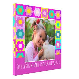 Lienzo Marco y texto florales femeninos coloreados