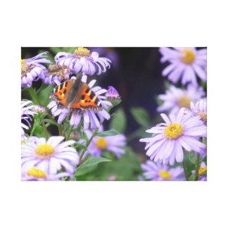 Lienzo Mariposa hermosa en las flores