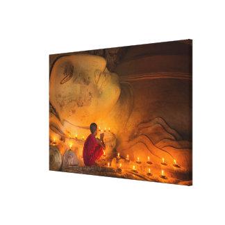 Lienzo Monje que ruega por un Buda