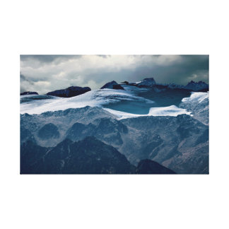 Lienzo montaña nevosa en invierno