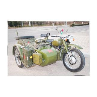 Lienzo motocicleta del ejército 750B-2 con una falta de
