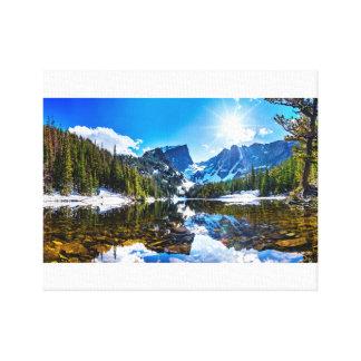 Lienzo Paisaje hermoso de la montaña de la orilla del
