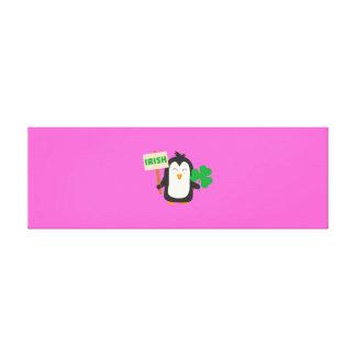 Lienzo Pingüino irlandés con el trébol Zjib4