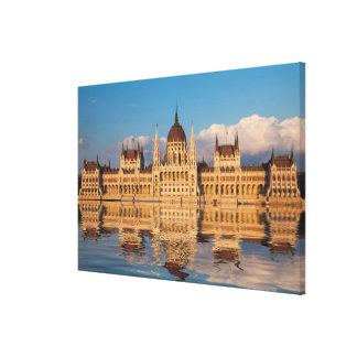Lienzo Reflexión del río del edificio del parlamento