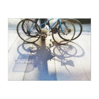 Lienzo Sombras de la bicicleta en la fotografía de la