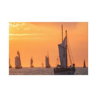 Lienzo Windjammer en luz de la puesta del sol