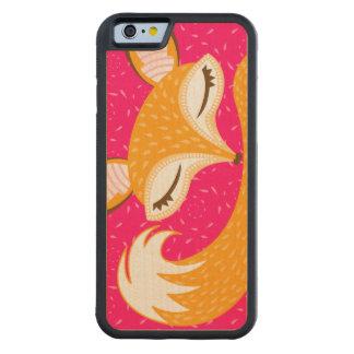 Lil Foxie - caja de madera soñolienta linda del Funda De iPhone 6 Bumper Arce