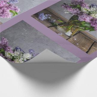 Lilas bonitas en papel de envoltorio para regalos