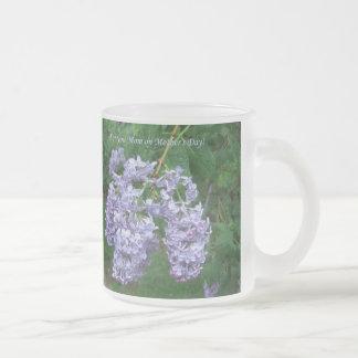 Lilas para el día de madre taza de café esmerilada