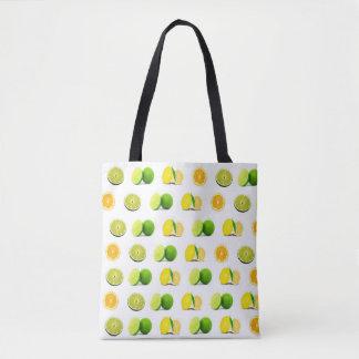 Limón, cal y la bolsa de asas de los naranjas