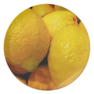 Limones en una placa platos de comidas