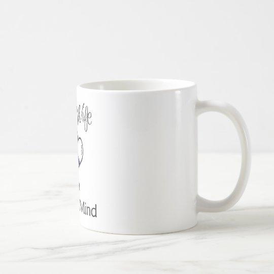 línea azul corazones taza de café