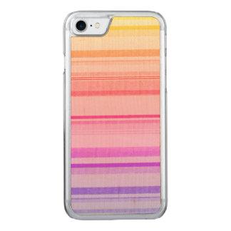 Líneas coloridas de las rayas funda para iPhone 7 de carved