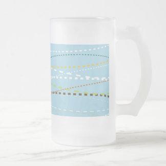 Líneas discontinuas punteadas onduladas de la taza de cristal
