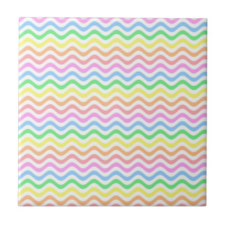 Líneas en colores pastel onduladas azulejo cuadrado pequeño