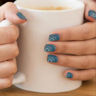 Líneas onduladas azul del modelo stickers para manicura