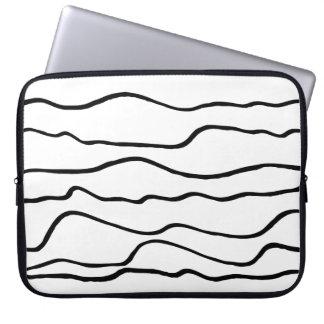 Líneas onduladas blancos y negros modernas funda para portátil