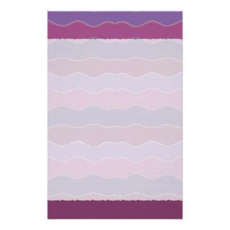 Líneas onduladas efectos de escritorio de la púrpu papelería