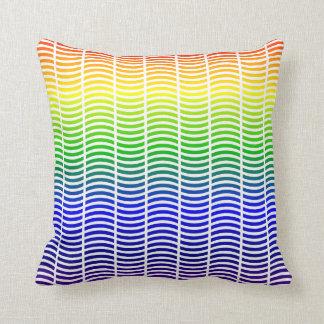 Líneas onduladas en colores del arco iris almohadas