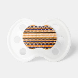 Líneas onduladas modelo chupetes para bebés