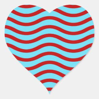 Líneas onduladas modelo de la turquesa roja del pegatina en forma de corazón