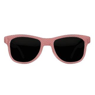 Líneas onduladas rojas en las gafas de sol heladas