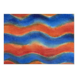 Líneas onduladas rojas y azules coloridas invitación 12,7 x 17,8 cm