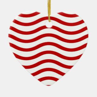 Líneas onduladas rojas y blancas regalos de la adorno de cerámica en forma de corazón