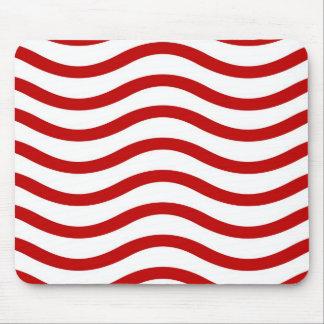Líneas onduladas rojas y blancas regalos de la div alfombrillas de ratón