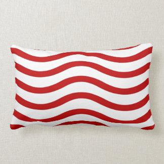 Líneas onduladas rojas y blancas regalos de la div almohadas
