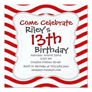 Líneas onduladas rojas y blancas regalos de la invitación 13,3 cm x 13,3cm