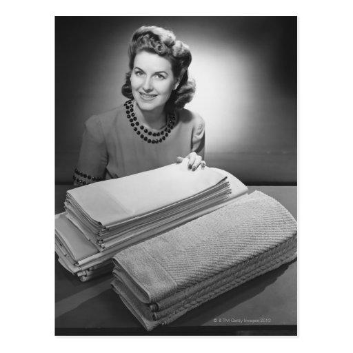 Lino y toallas planchados postal