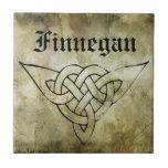 linocut simbólico irlandés céltico del apellido azulejo cuadrado pequeño