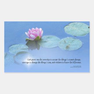 Lirio de agua del rosa del rezo de la serenidad pegatina rectangular