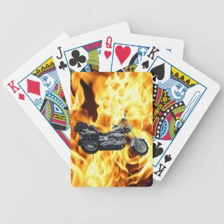 Llamas y engranaje fresco del jinete de la máquina barajas de cartas
