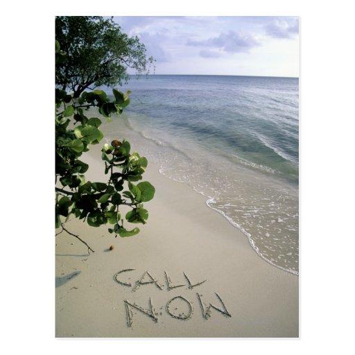 """""""Llame ahora"""" la arena escrita en la playa, Jamaic Tarjetas Postales"""
