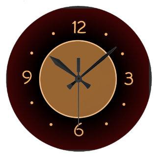 Llano rojo marrón con el reloj de la cocina del