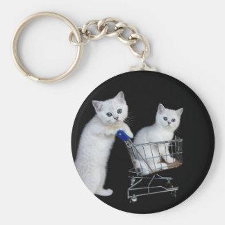 Llavero Dos gatitos blancos con el carro de la compra en