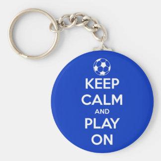 Llavero Guarde la calma y el juego en azul
