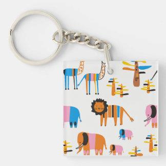 Llavero León, elefante con la jirafa y árboles en blanco