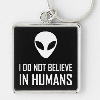 Llavero Los extranjeros no creen en seres humanos