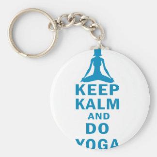Llavero mantenga tranquilo y haga la yoga