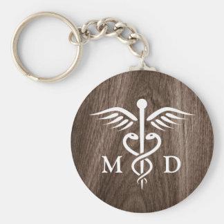 Llavero Médico del MD con el caduceo en el fondo de madera