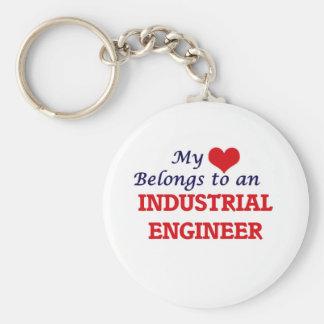 Llavero Mi corazón pertenece a un ingeniero industrial