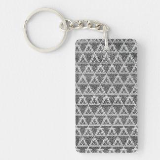 Llavero Modelo geométrico del triángulo blanco y negro