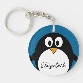 Llavero pingüino lindo del dibujo animado con el fondo azu
